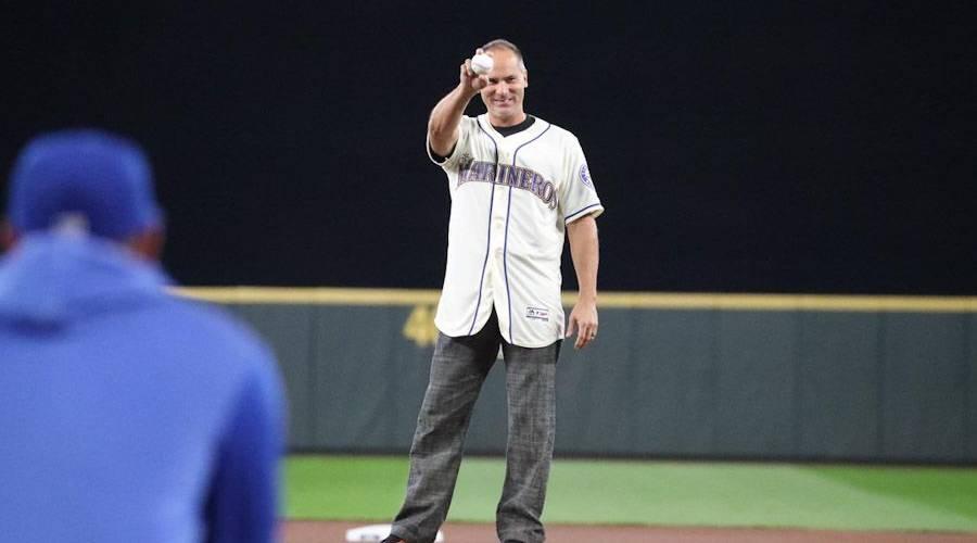 Omar Vizquel fue honrado por Seattle en el Día del Béisbol Latinoamericano